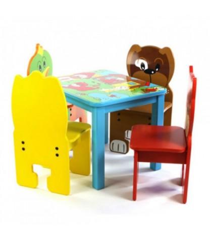 kinderzithoek met huisdieren stoeltjes en tafel